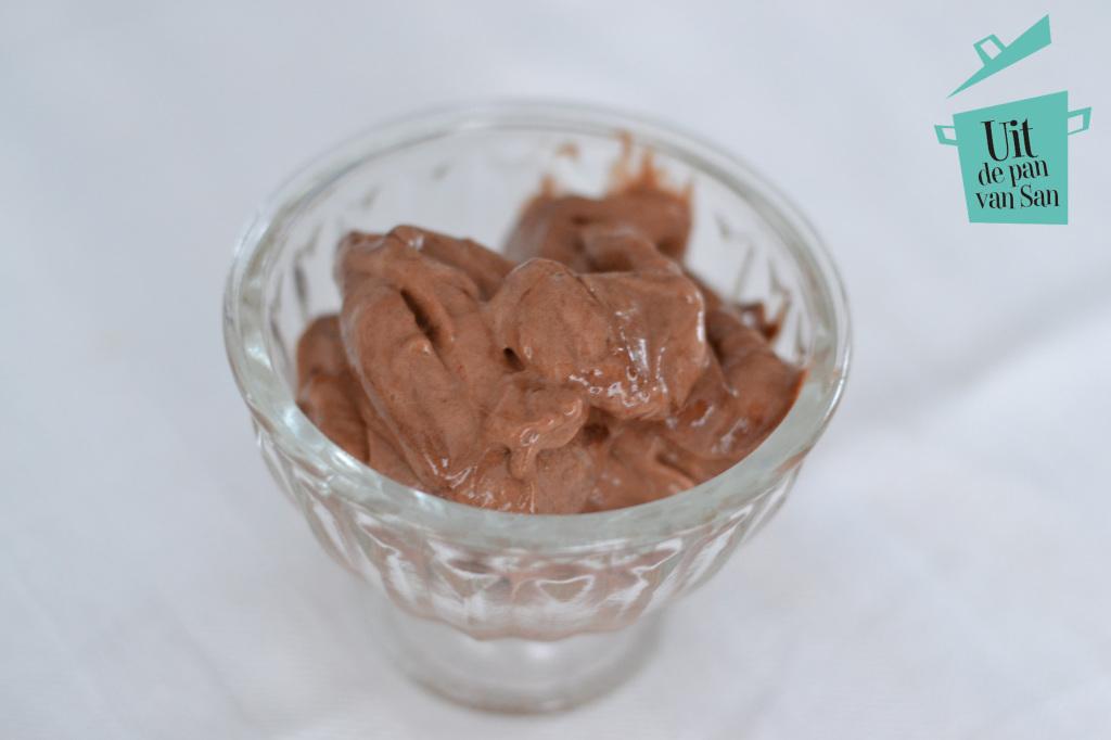 Gezond banaan chocolade ijs met logo