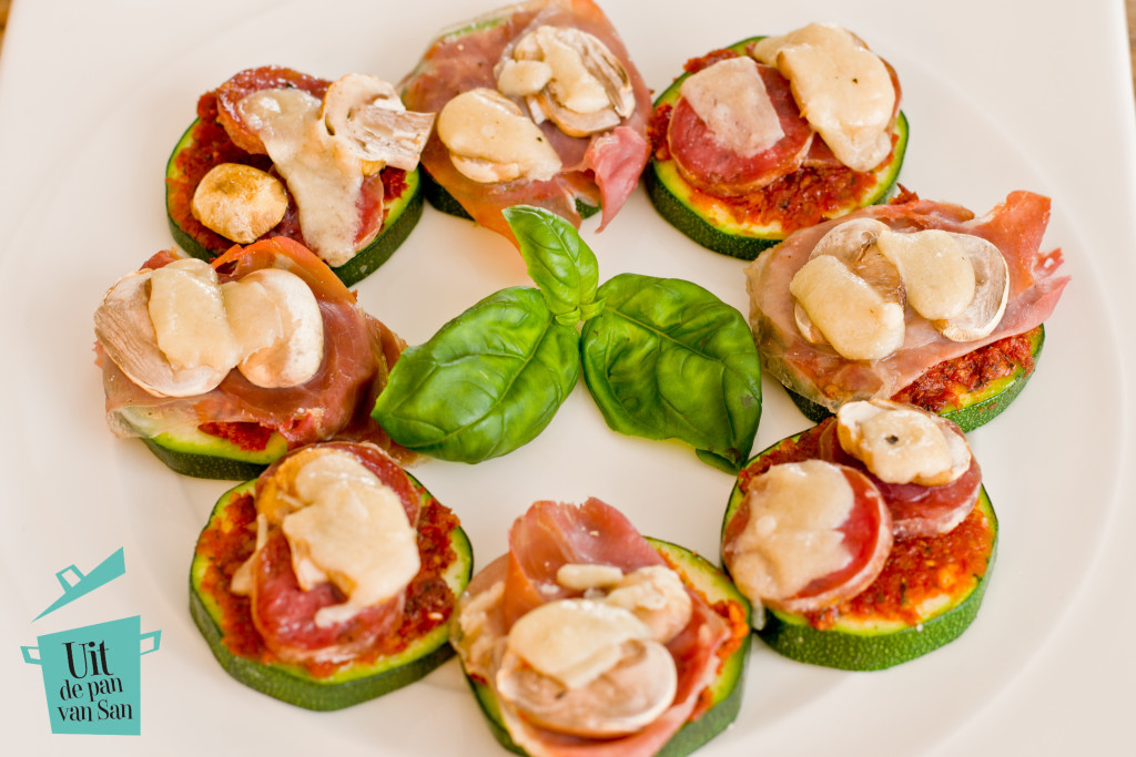 Courgette pizzas met logo