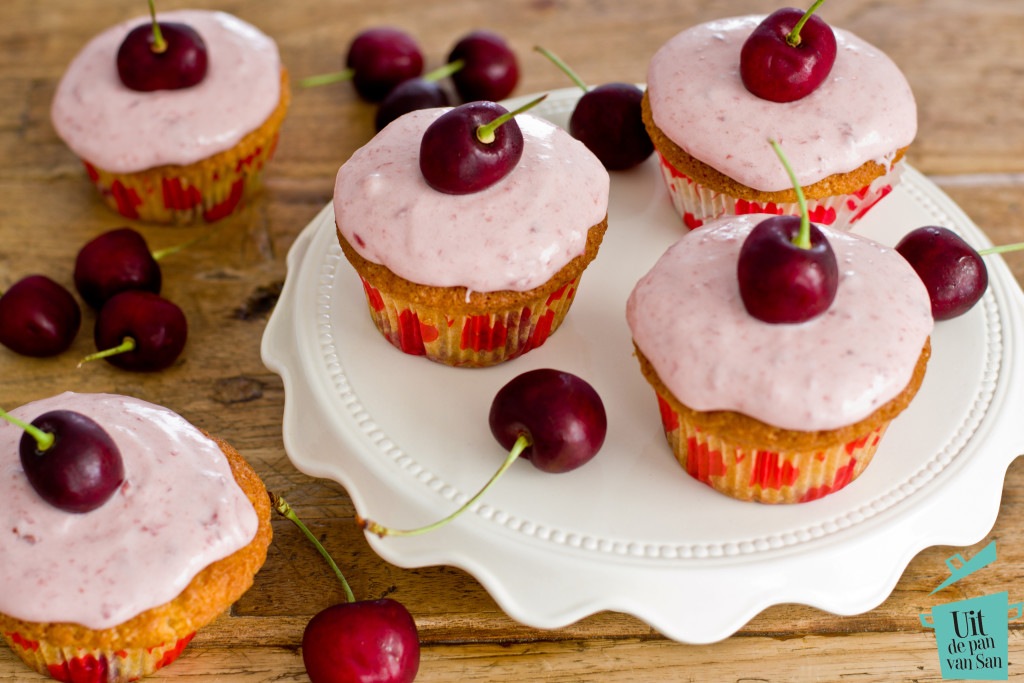 Kersen cupcakes-met logo