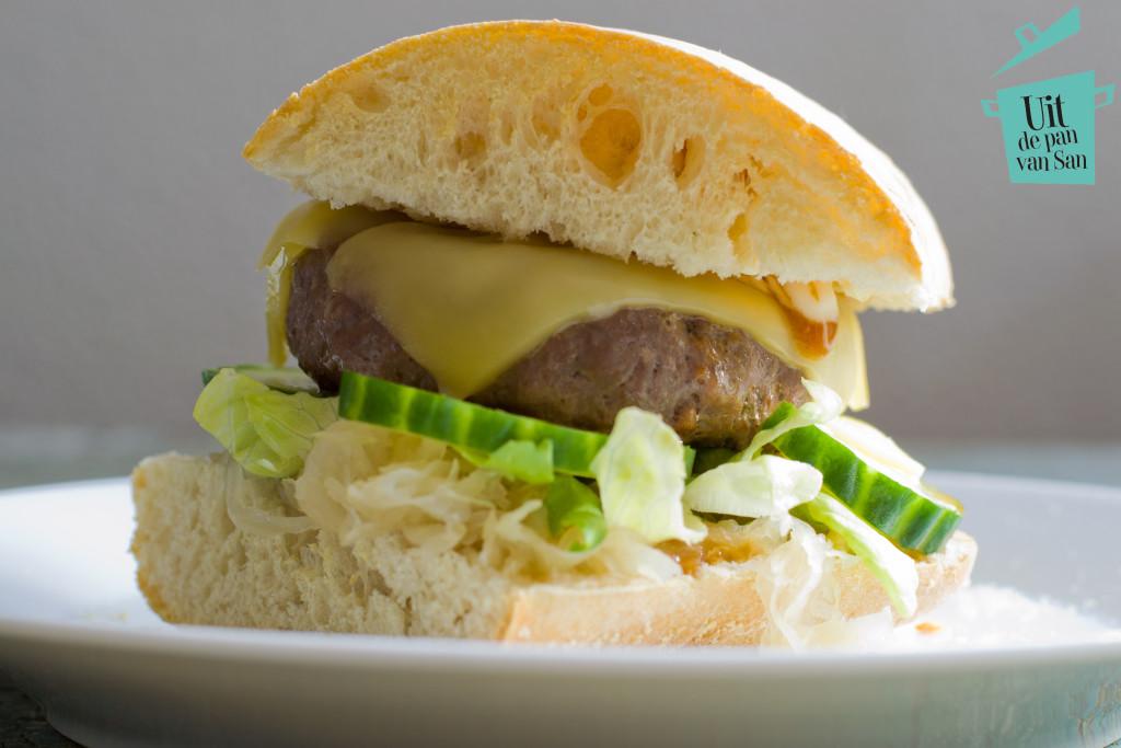 Cheeseburgers met zuurkool-met logo