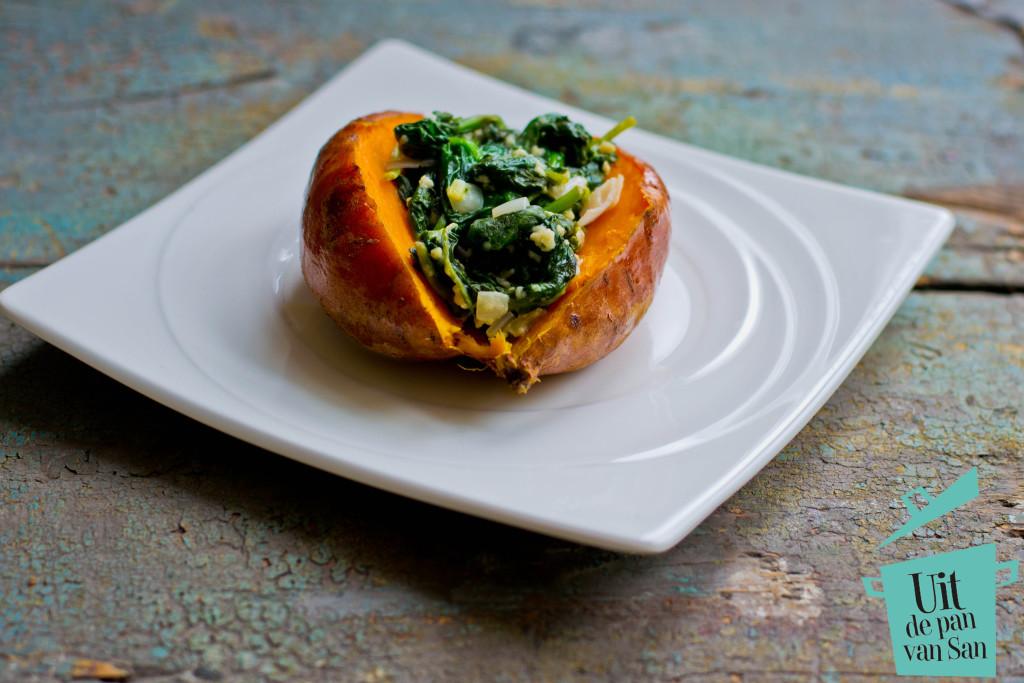 Gepofte zoete aardappel met spinazie en geitenkaas met logo