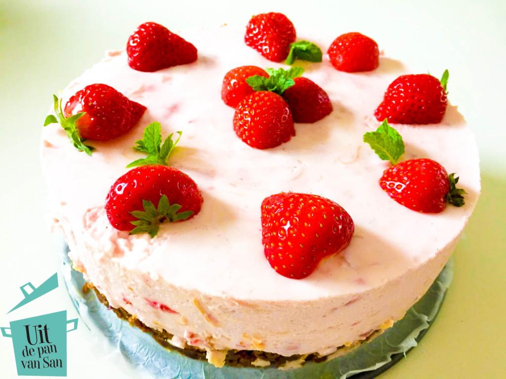 aardbei yoghurt taart met logo