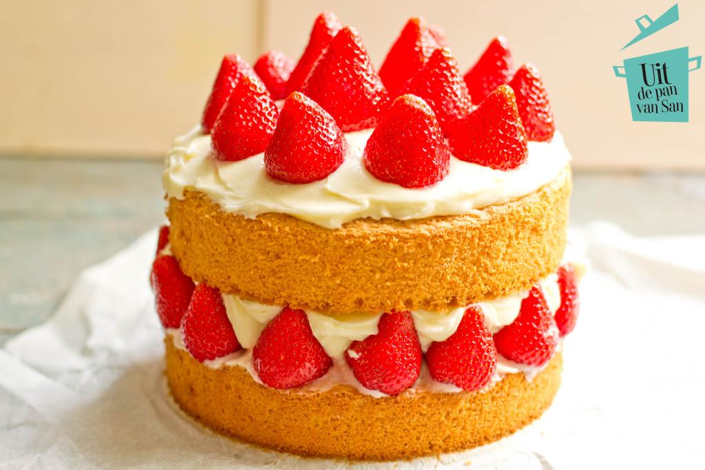 Aardbeien taart met logo