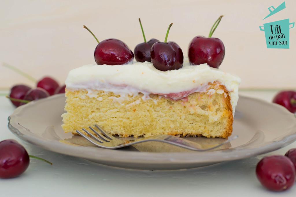 Yoghurt kersen taart met logo