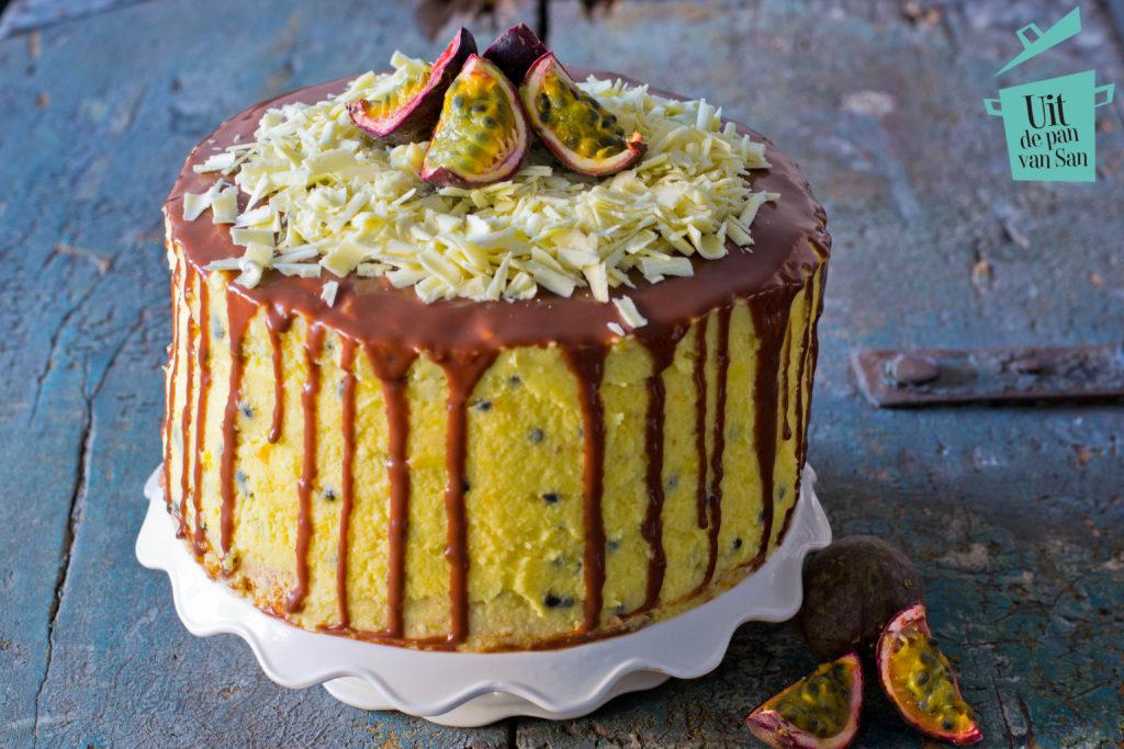 Passievrucht citroen taart met chocolade drip met logo